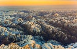 Antenne der Berge in Taschkent, Porzellan und in Kirghistan, covere Lizenzfreie Stockfotos