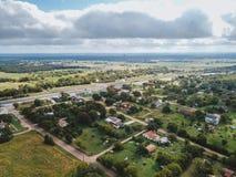 Antenne der kleinen ländlichen Stadt von Sommerville, Texas Next in der Wette Lizenzfreies Stockfoto