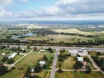 Antenne der kleinen ländlichen Stadt von Sommerville, Texas Next in der Wette Lizenzfreie Stockfotografie