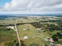 Antenne der kleinen ländlichen Stadt von Sommerville, Texas Next in der Wette Lizenzfreie Stockbilder