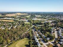 Antenne der neuen Freiheit und des umgebenden Ackerlands in Süd-Penns Lizenzfreies Stockbild