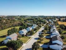 Antenne der neuen Freiheit und des umgebenden Ackerlands in Süd-Penns Lizenzfreies Stockfoto