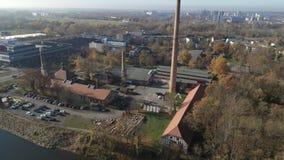 Antenne des Brummenschusses Halle Saales 4K der alten Fabrik salzig stock footage