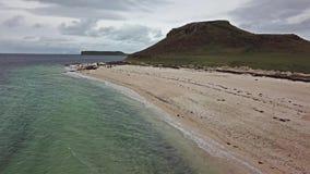 Antenne des Clagain Coral Beach auf der Insel von Skye - Schottland stock video footage