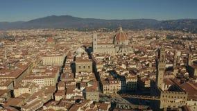 Antenne die schot van de stad van Florence vestigen Kathedraal van Santa Maria del Fiore, Italië stock videobeelden