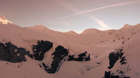 Antenne door sneeuw de wintercanions stock videobeelden