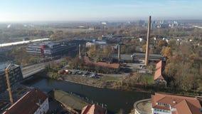Antenne du tir de bourdon de Halle Saale 4K de la vieille usine saline banque de vidéos