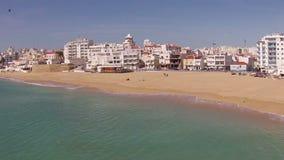 Antenne du village et du port chez Armacao de Pera Portugal clips vidéos