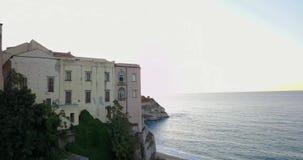 Antenne, hommelmening van de stad Tropea stock videobeelden