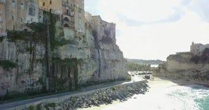 Antenne, hommelmening van de stad Tropea stock video