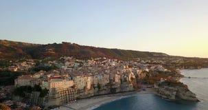 Antenne, hommelmening van de stad Tropea stock footage