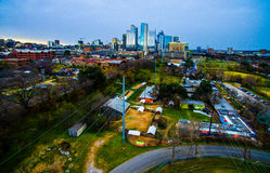 Antenne industrielle dramatique au-dessus d'Austin Texas Capital Cities occidental photos stock