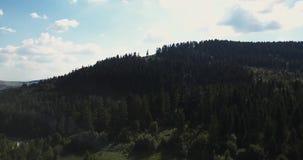 Antenne, Karpaten-Berge Blauer ukrainischer Himmel mit Regenwolken stock footage