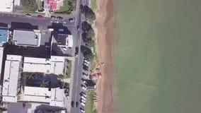 Antenne, kustweg op de zomerdag, baai van eilanden 4k stock video