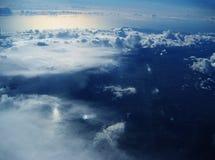Antenne : Nuages Photos libres de droits