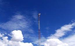 Antenne op een duidelijke blauwe en witte hemeldag royalty-vrije stock foto