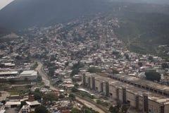 Antenne over krottenwijken van Caracas, Venezuela Royalty-vrije Stock Foto