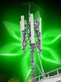 Antenne par radio de réception installée sur un haut toit Image stock