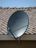 Antenne parabolique à la maison photo stock