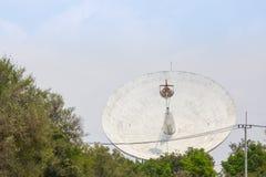 Antenne parabolique au sol Photo libre de droits