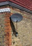 Antenne parabolique cassée Photos stock