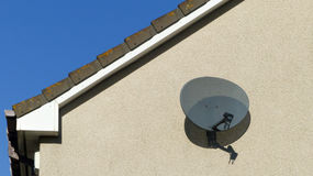 Antenne parabolique de TV Photographie stock libre de droits