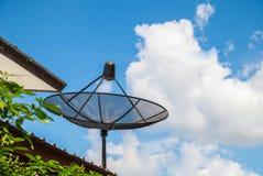 Antenne parabolique noire images stock