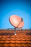 Antenne parabolique résidentielle Images stock