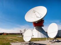 Antenne parabolique - radiotélescope Images stock