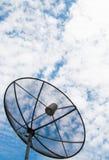 Antenne parabolique sur le toit image libre de droits