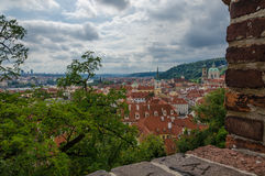 Antenne of rotsmening over de historische stad van Praag in Tsjechische Republiek Stock Foto