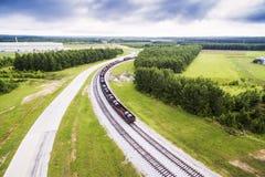 Antenne 2 - Stahl umwickelt in Eisenbahnwagen auf Bahngleisen in Alabama Lizenzfreie Stockbilder