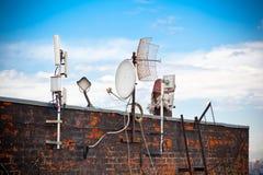 Antenne sur le toit images libres de droits