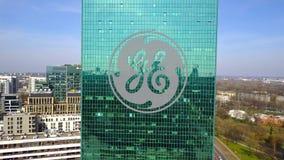 Antenne van bureauwolkenkrabber wordt geschoten met General Electric-embleem dat De moderne bureaubouw Het redactie 3D teruggeven Royalty-vrije Stock Fotografie