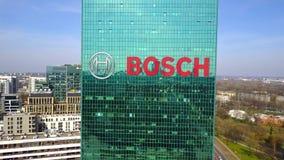 Antenne van bureauwolkenkrabber wordt geschoten met het Gmbh embleem dat van Robert Bosch De moderne bureaubouw Het redactie 3D t Stock Foto