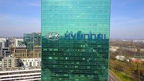 Antenne van bureauwolkenkrabber wordt geschoten met Hyundai Motor Company-embleem dat De moderne bureaubouw Het redactie 3D terug Royalty-vrije Stock Foto
