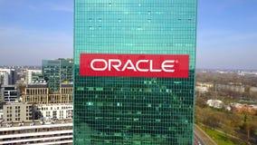 Antenne van bureauwolkenkrabber wordt geschoten met Oracle Corporation-embleem dat De moderne bureaubouw Het redactie 3D teruggev Royalty-vrije Stock Afbeelding