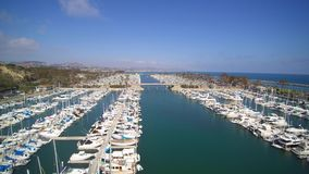 Antenne van Dana Point Harbor stock video
