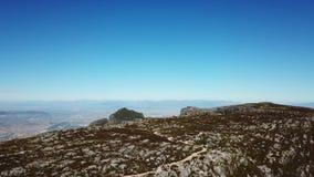Antenne van de bergen die van Zuid-Afrika wordt geschoten stock video