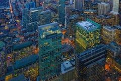 Antenne van de gebouwen van Toronto na zonsondergang Royalty-vrije Stock Foto's