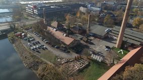 Antenne van de Hommel van Halle Saale 4K van de oude Zoute die Fabriek wordt geschoten stock footage