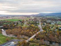 Antenne van de kleine stad van Elkton, Virginia in Shenandoah V stock foto's
