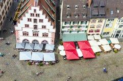 Antenne van de marktplaats in Freiburg-im-Breisgau Stock Afbeelding