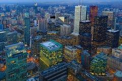 Antenne van de stadscentrum van Toronto in het donker Stock Fotografie