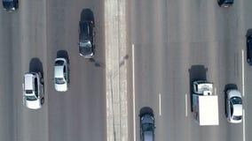 Antenne van een bezige acht steegweg wordt geschoten, weg die Autoverkeer 4K stock videobeelden