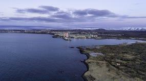 Antenne van een fabriek van de aluminiumuitsmelting in IJsland royalty-vrije stock foto