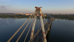 Antenne van een hangbrug stock videobeelden