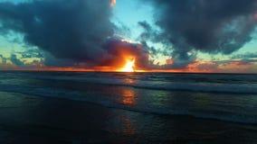 Antenne van een mooie zonsondergang bij het strand in Portugal