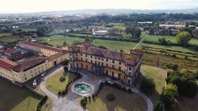 Antenne van een schitterende barokke Bellavista-villa in Toscanië, Italië dat, 4k wordt geschoten stock videobeelden
