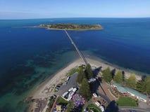 Antenne van Granieteiland & Verhoogde weg in Victor Harbor Stock Afbeelding